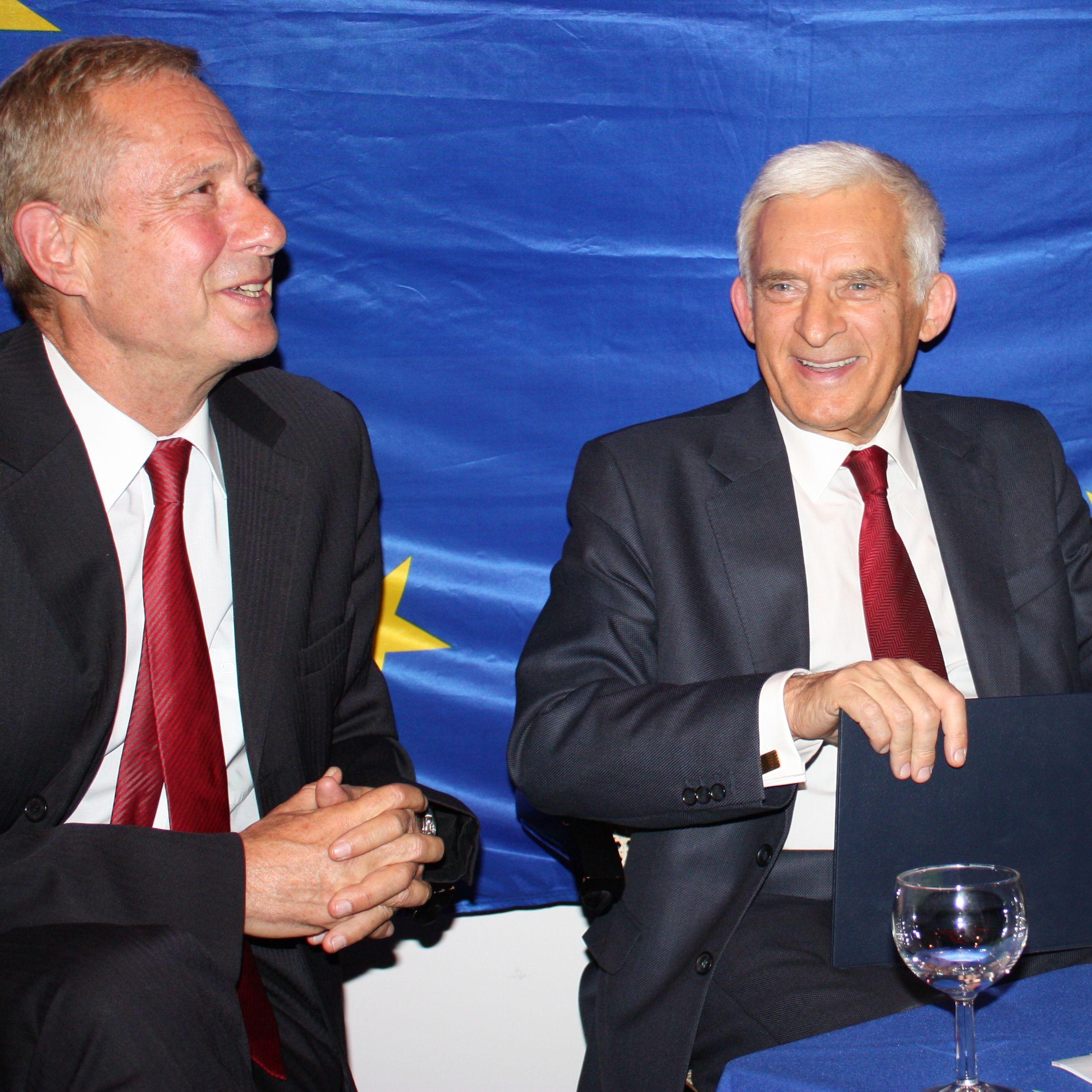 Strategien aus der Krise und Visionen für die Zukunft – EP-Präsident Buzek diskutiert mit Zivilgesellschaft