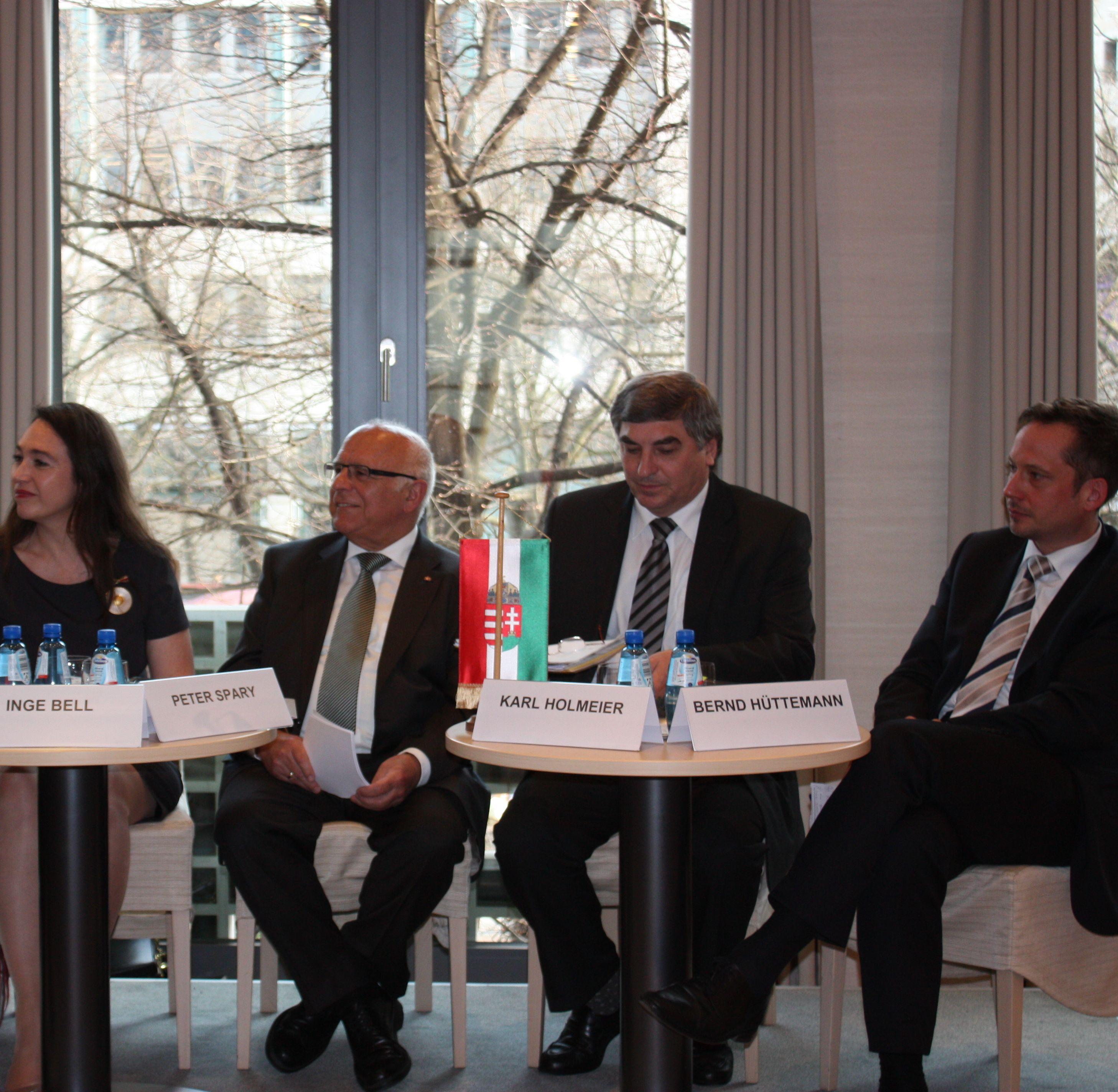 Muster- oder Prügelknabe? Diskussionsveranstaltung zur aktuellen Politik Ungarns