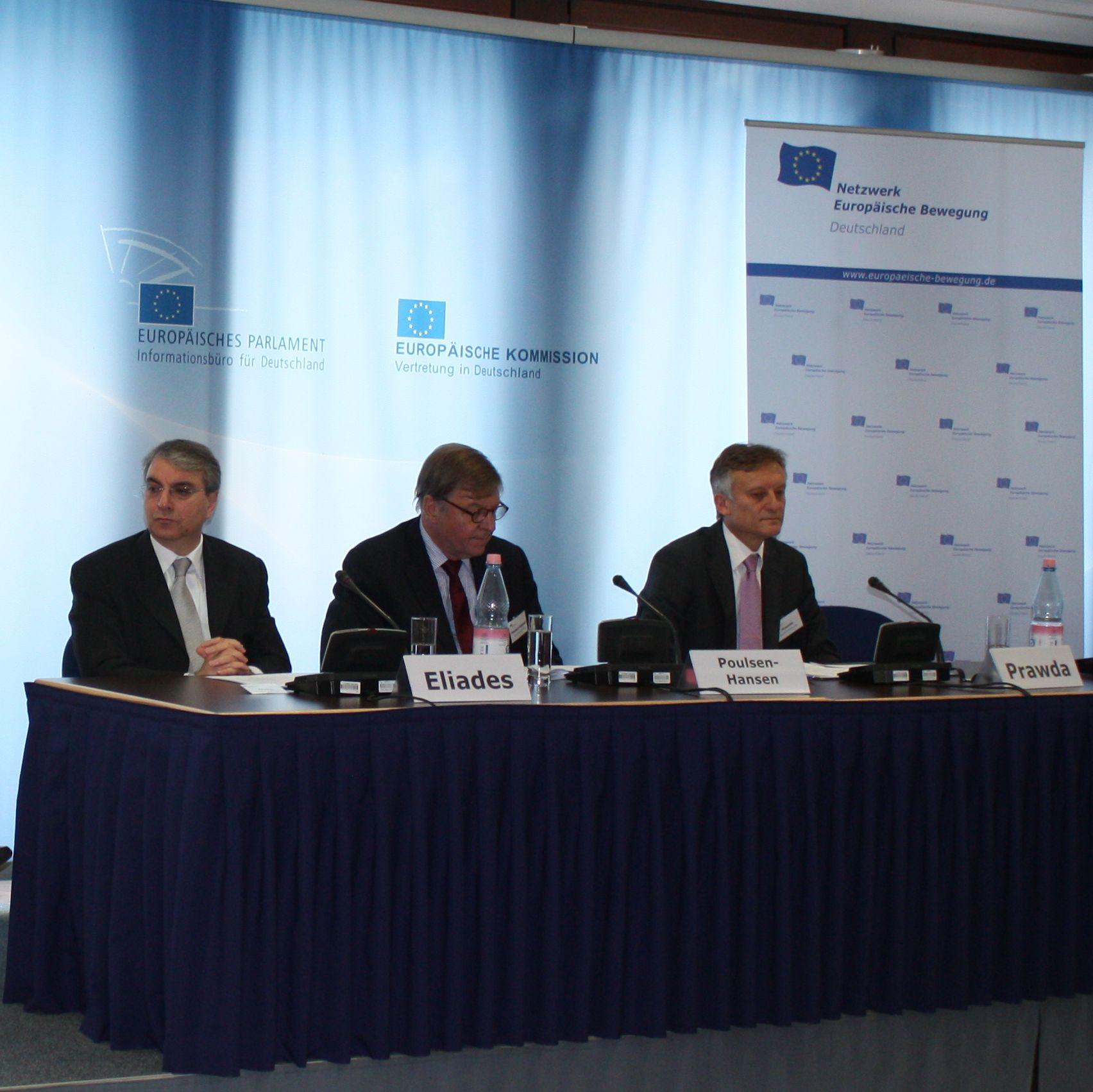Ärmel hochkrempeln und los! EU-Briefing zur Trio-Ratspräsidentschaft blickt auf intensive 18 Monate