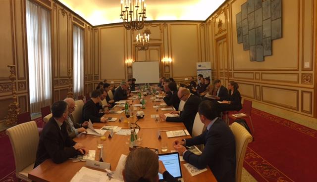 Demokratie und Freiheiten stärken! EBD-Vorstand berät über Weißbuch-Szenarien