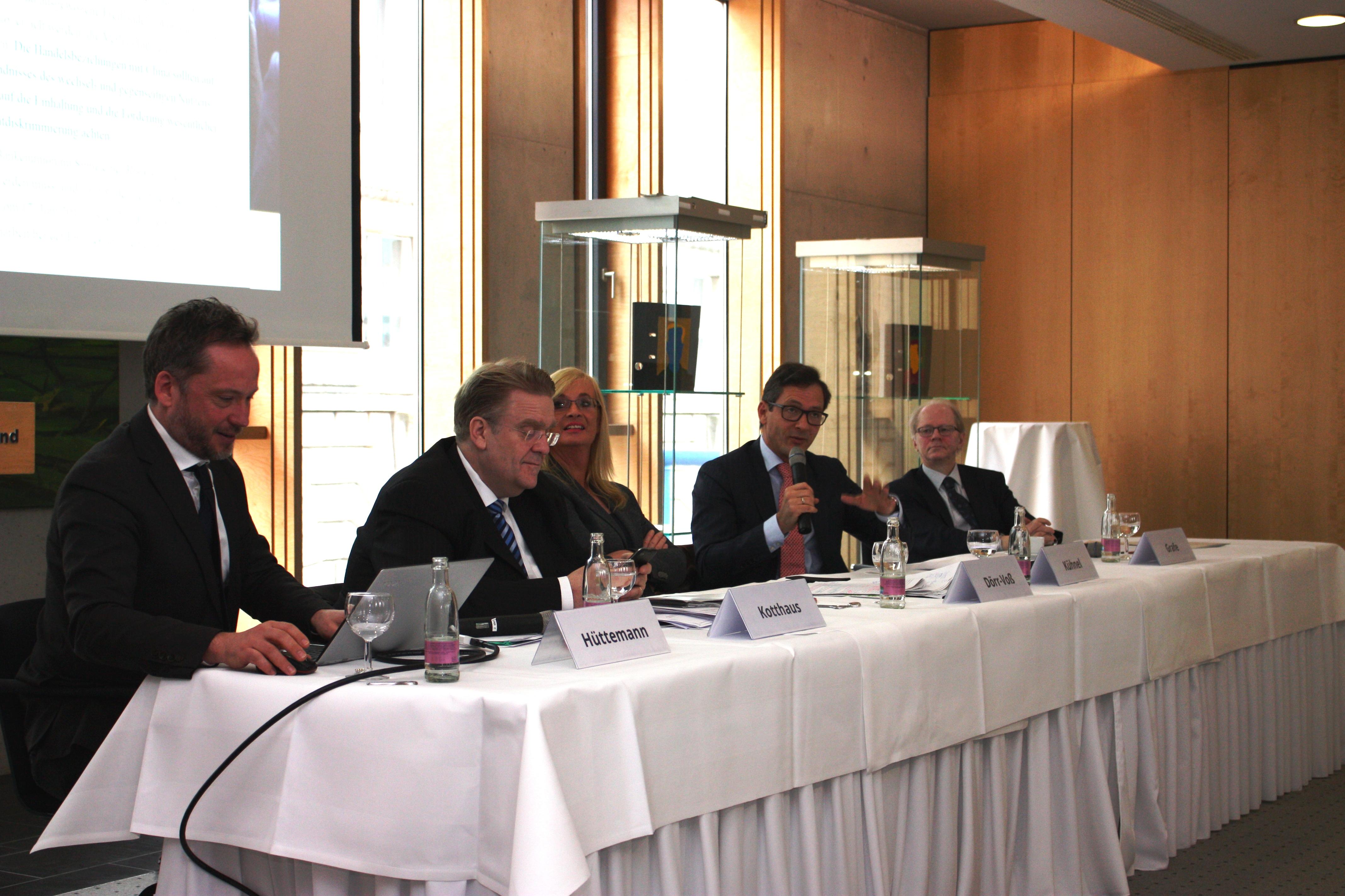 EBD De-Briefing Europäischer Rat  | Tusk, #nutellagate und sommerliche Farben