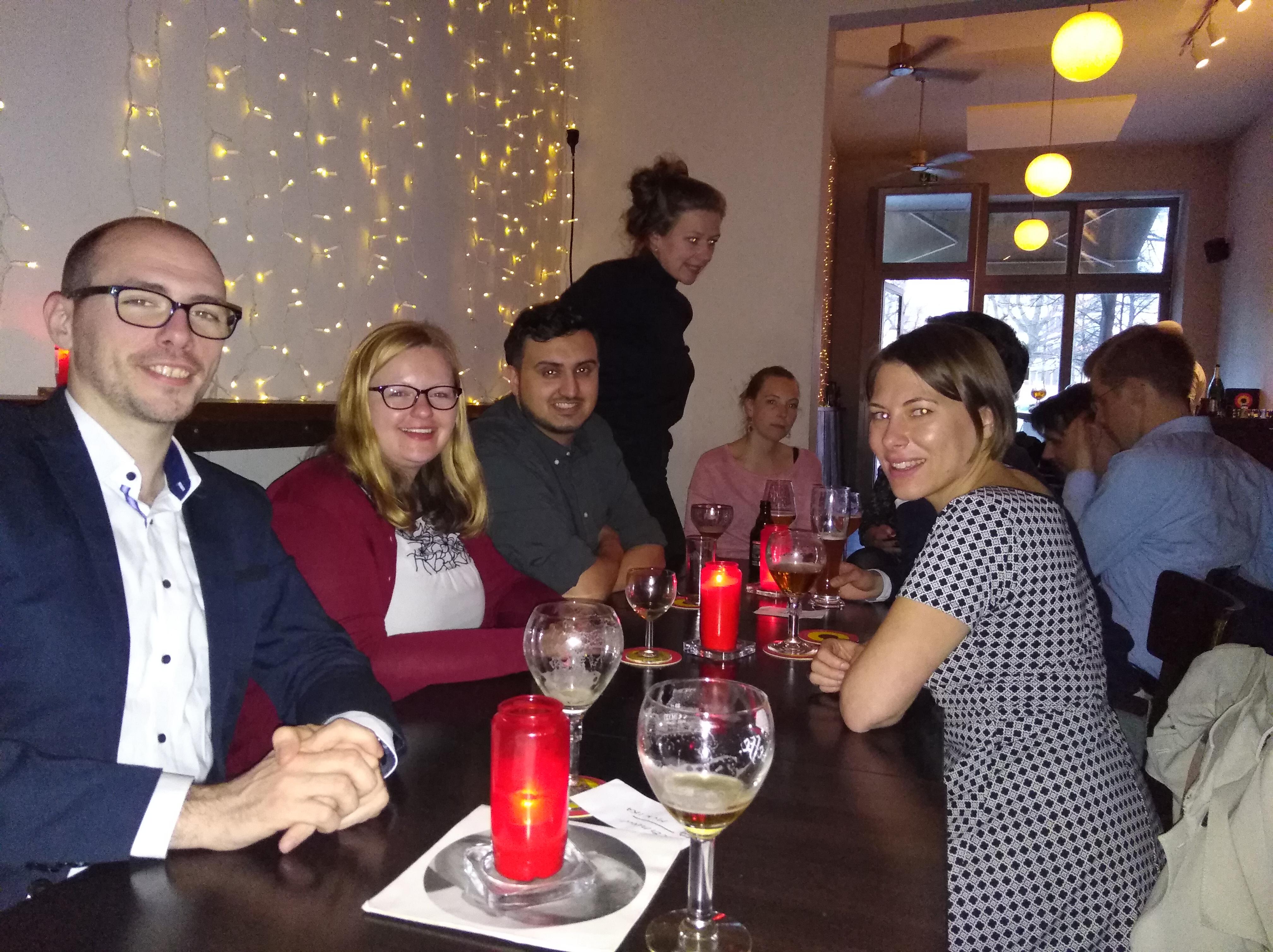 College-Alumni-Stammtisch bei belgischem Bier